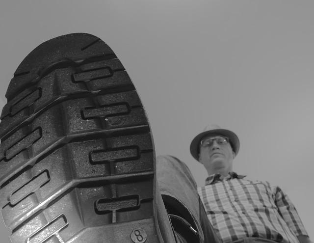 靴底に付いたガムを簡単に取る方法7選!きれいに除去できる!
