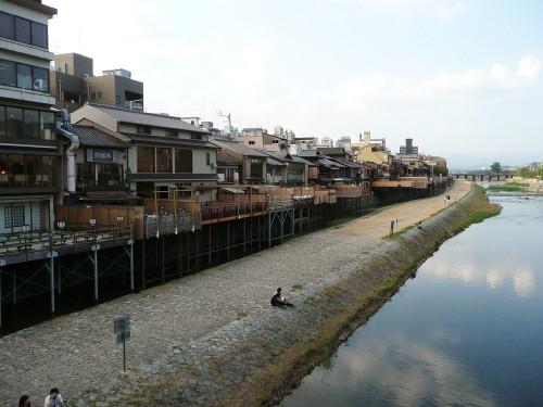 「京都鴨川床」に学ぶ京都の豆知識